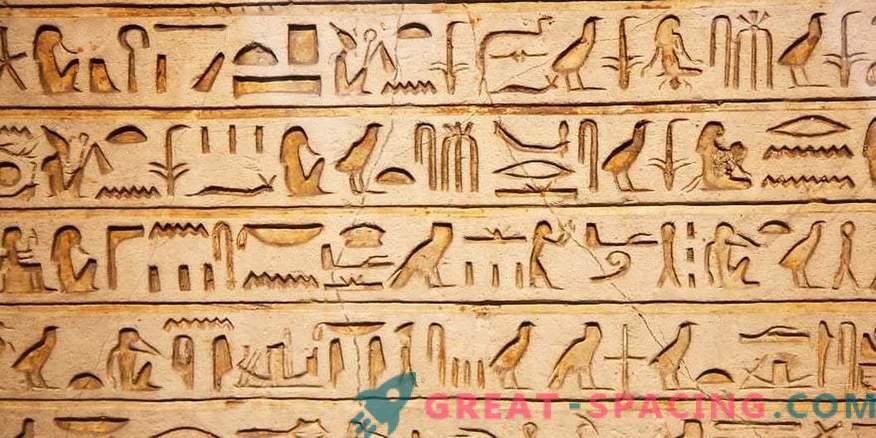 Hubschrauber, Panzer und Raumfahrzeuge. Was verbirgt sich hinter Hieroglyphen?