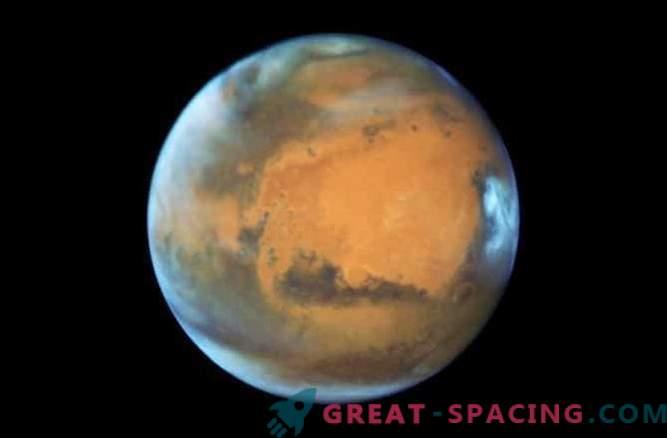 Les scientifiques tentent d'expliquer d'étranges éclairs sur Mars
