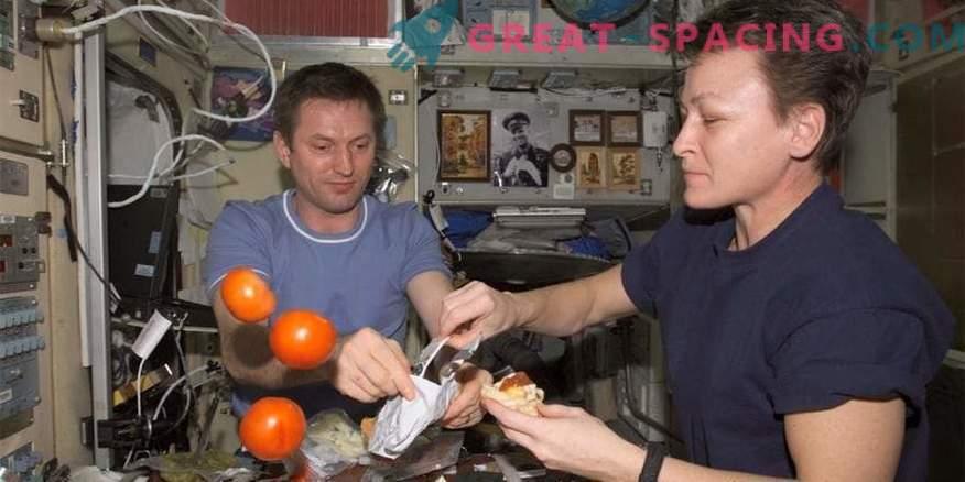 Kako astronavti ISS: dnevna rutina, prosti čas, spanje in hrana